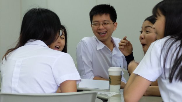 Students of the Chulalongkorn University are discussing and laughing
